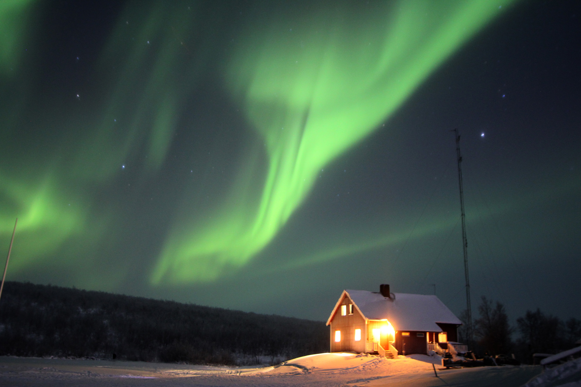 If you get chilly you can pop in to the main cabin to warm up at any time. But when the aurora is as bright as this that's tough to do.